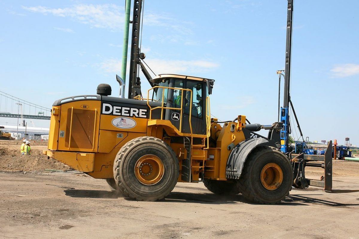 John Deere 744k wheel loader 2012